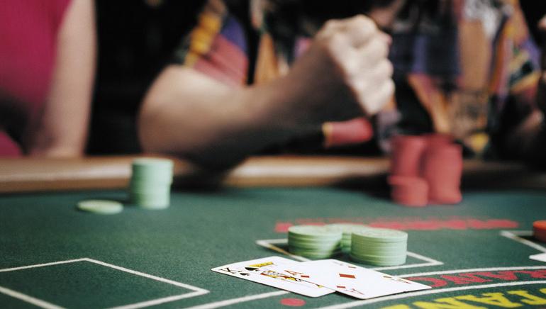 Royal Vegas Casino Jūs gaida desmitiem tiešsaistes dīleru galdu
